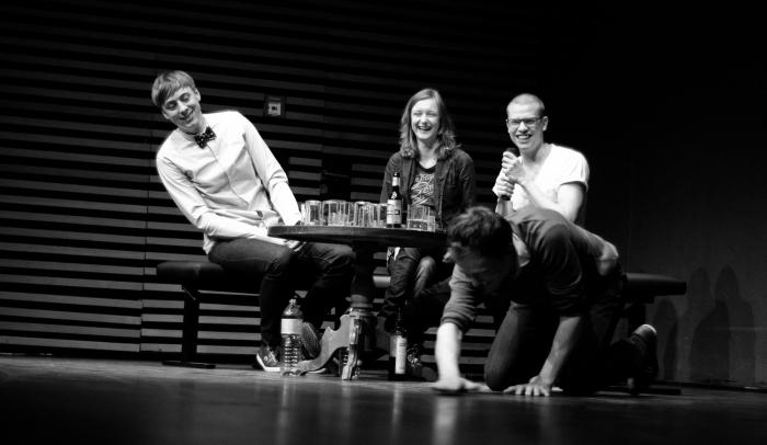 """Kurzfilmpremiere der """"Rostocker Schule"""" in der HMT. Gespräch mit Schauspielern und Filmemacher. Quelle: Paul Fleischer"""